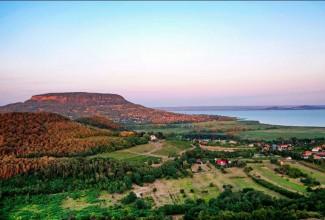 De flotte områdene og landsbyene rundt Balaton kan du lese om her!